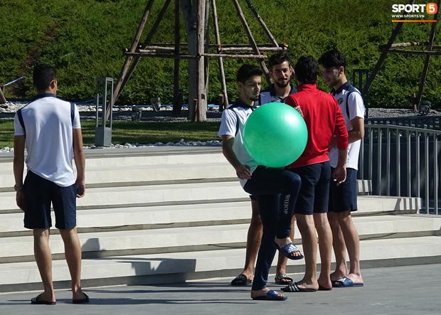 U23 Việt Nam được cảnh sát Hoàng gia Thái Lan bảo vệ cực nghiêm khi tới Buriram-9