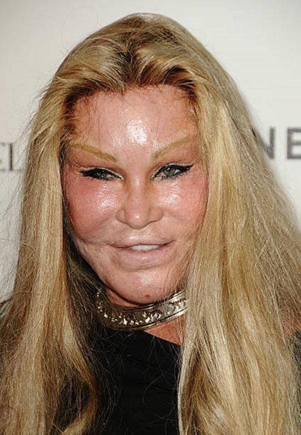 4 tỷ phú sống lập dị: Buộc tóc bím 2 bên, chi 90 tỷ để phẫu thuật giống con mèo-5