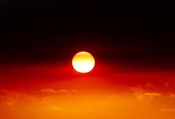 Mạng xã hội ngập ảnh bầu trời đỏ do cháy rừng ở Australia-2