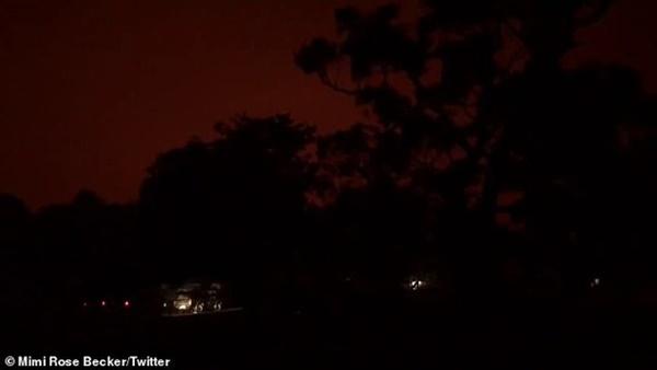 Mạng xã hội ngập ảnh bầu trời đỏ do cháy rừng ở Australia-3