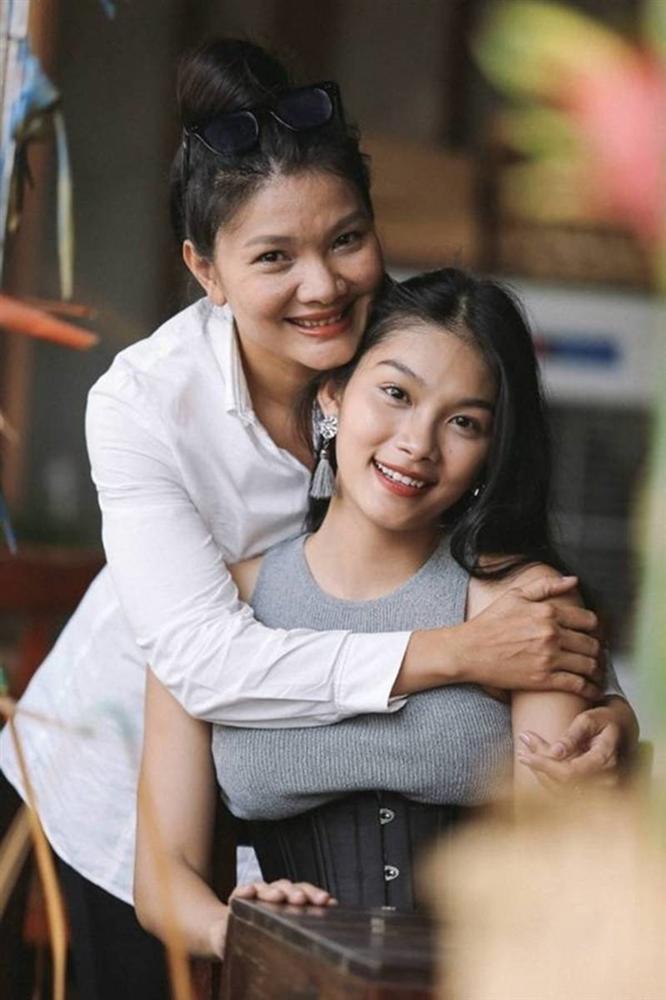 Con gái nữ hoàng cảnh nóng phim Việt ngoài đời gợi cảm khó ngờ-4