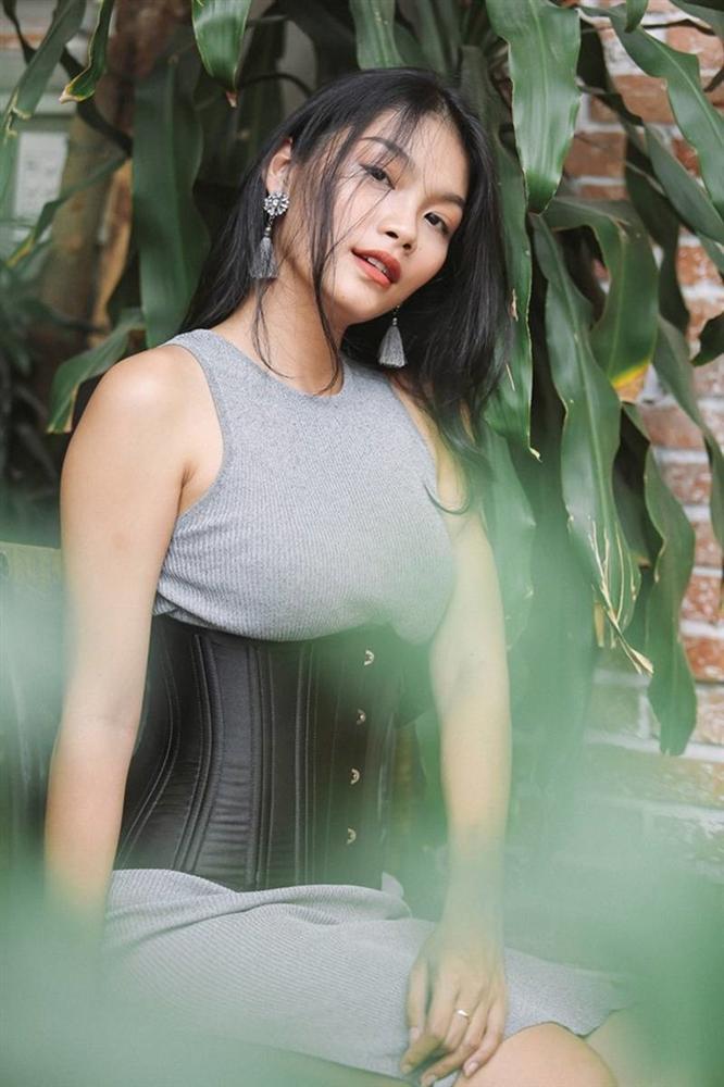 Con gái nữ hoàng cảnh nóng phim Việt ngoài đời gợi cảm khó ngờ-6