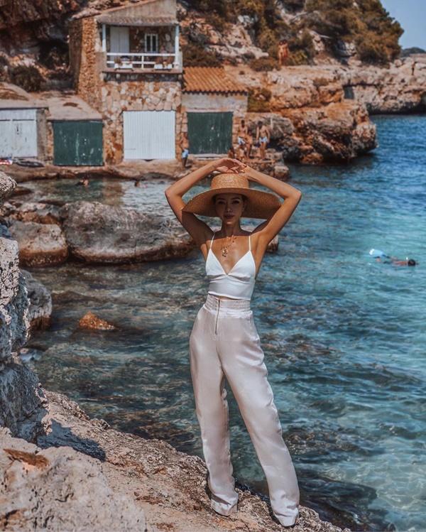 Choáng với nữ blogger kiếm 18 tỷ một năm nhờ đi du lịch khắp thế giới, đăng một bức ảnh nhận 240 triệu-3