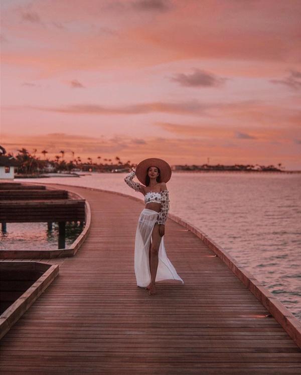 Choáng với nữ blogger kiếm 18 tỷ một năm nhờ đi du lịch khắp thế giới, đăng một bức ảnh nhận 240 triệu-11