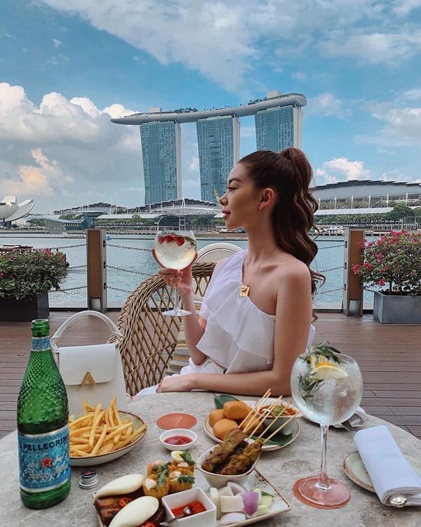 Choáng với nữ blogger kiếm 18 tỷ một năm nhờ đi du lịch khắp thế giới, đăng một bức ảnh nhận 240 triệu-16