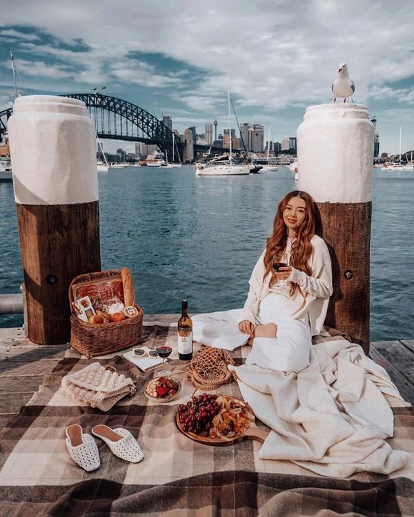 Choáng với nữ blogger kiếm 18 tỷ một năm nhờ đi du lịch khắp thế giới, đăng một bức ảnh nhận 240 triệu-20
