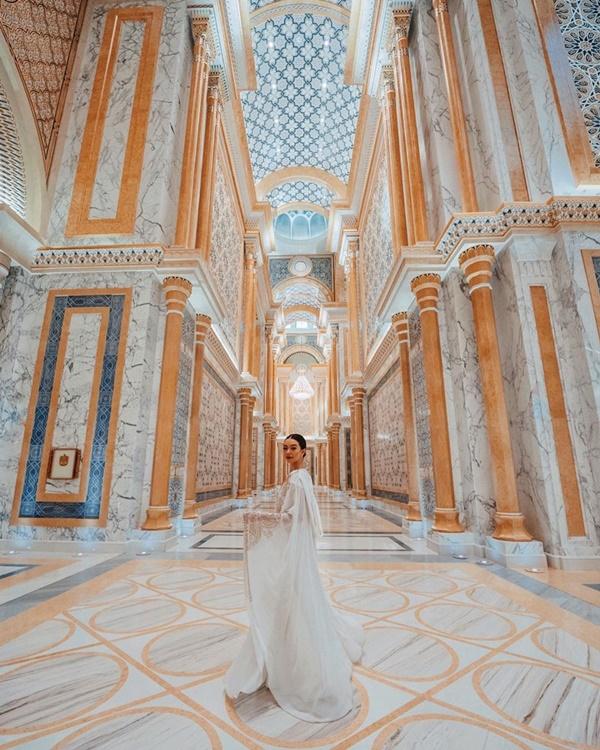 Choáng với nữ blogger kiếm 18 tỷ một năm nhờ đi du lịch khắp thế giới, đăng một bức ảnh nhận 240 triệu-21