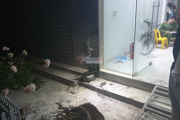 Bọc thuốc phát nổ như bom trước nhà dân chấn động thị trấn ở Hà Nội-2