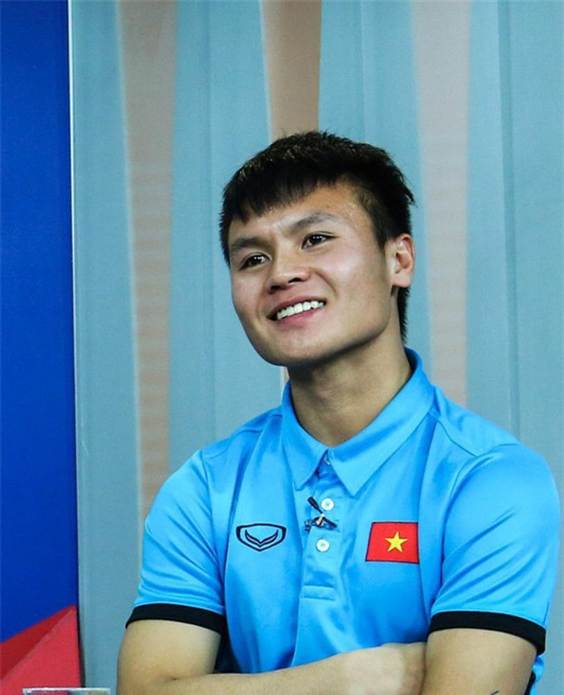 Rộ tin cầu thủ Quang Hải ra Tết kết hôn, dân mạng tranh cãi không ngớt-1