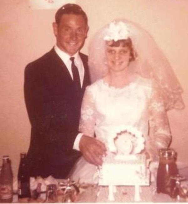 Tìm thấy mảnh xương ở vườn sau nhà, con gái phát hiện tội ác của bố 45 năm trước-1