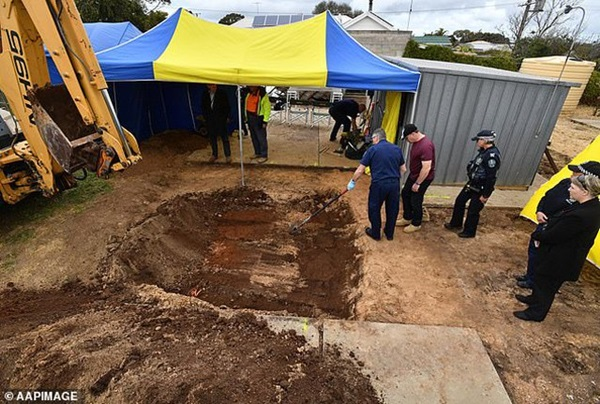 Tìm thấy mảnh xương ở vườn sau nhà, con gái phát hiện tội ác của bố 45 năm trước-2