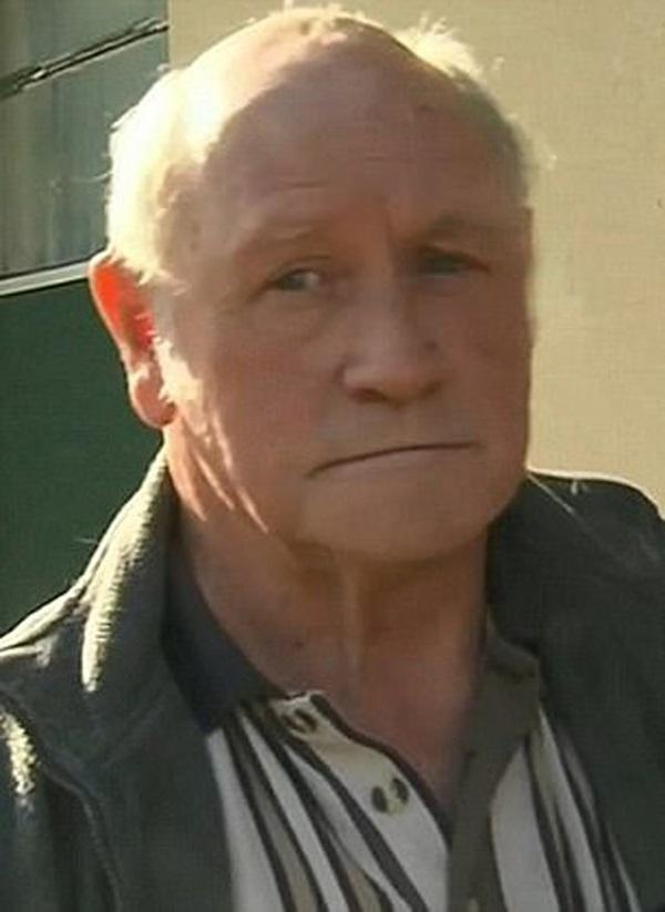 Tìm thấy mảnh xương ở vườn sau nhà, con gái phát hiện tội ác của bố 45 năm trước-3
