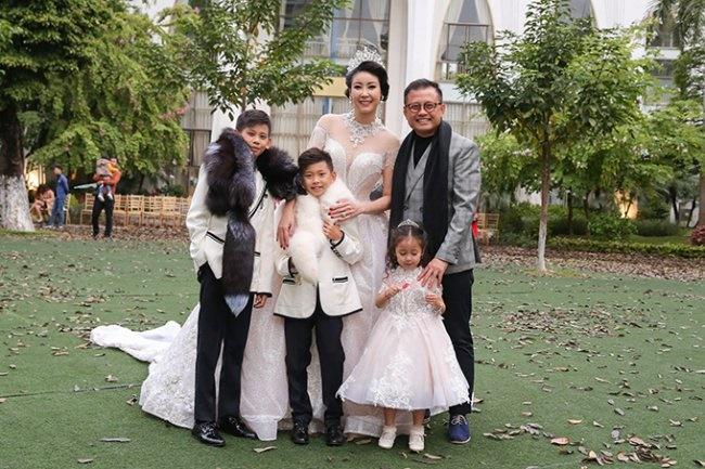 3 Hoa hậu giàu nhất VN: Biệt thự 100 tỷ của Hà Kiều Anh chưa bằng mỹ nhân có cung điện dát vàng-2