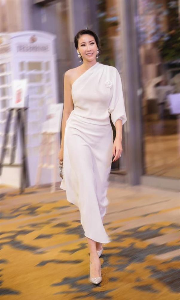 3 Hoa hậu giàu nhất VN: Biệt thự 100 tỷ của Hà Kiều Anh chưa bằng mỹ nhân có cung điện dát vàng-3