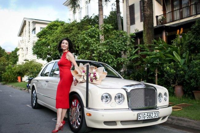 3 Hoa hậu giàu nhất VN: Biệt thự 100 tỷ của Hà Kiều Anh chưa bằng mỹ nhân có cung điện dát vàng-7