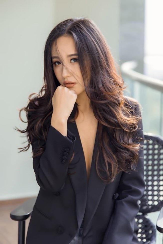 3 Hoa hậu giàu nhất VN: Biệt thự 100 tỷ của Hà Kiều Anh chưa bằng mỹ nhân có cung điện dát vàng-26