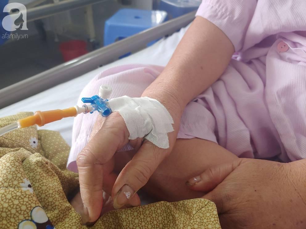 Mẹ nhồi máu cơ tim nặng được người dưng đưa đi cấp cứu, con gái ruột nói nghèo quá, không lo được rồi biệt tăm-6