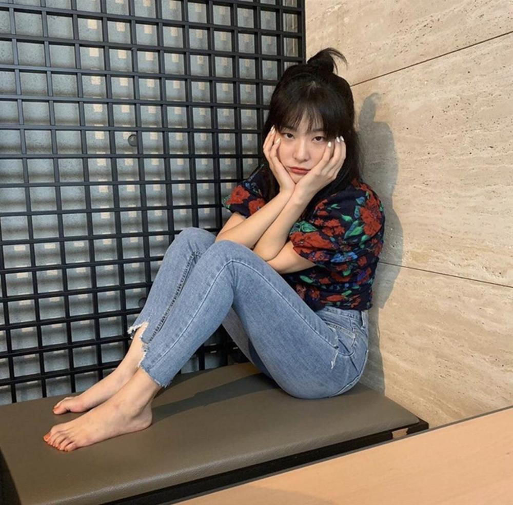Jisoo và dàn mỹ nhân Hàn khoe dáng chuẩn với quần jeans bó sát-2