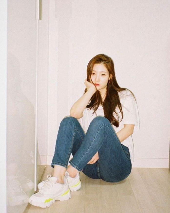 Jisoo và dàn mỹ nhân Hàn khoe dáng chuẩn với quần jeans bó sát-5
