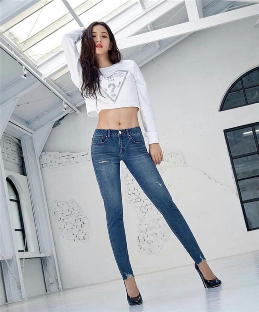 Jisoo và dàn mỹ nhân Hàn khoe dáng chuẩn với quần jeans bó sát-6