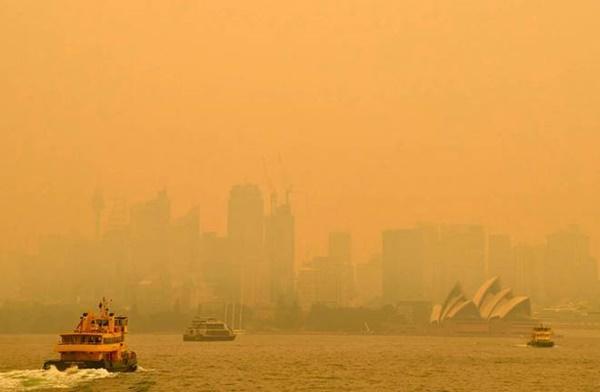 Thêm loạt ảnh Before/After chứng minh sự tàn khốc của đại hoạ cháy rừng nước Úc: Khắp nơi ngập trong khói, địa điểm du lịch bị huỷ hoại hàng loạt-2
