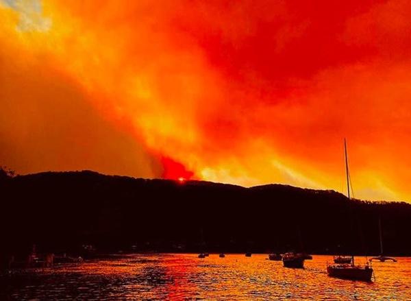 Thêm loạt ảnh Before/After chứng minh sự tàn khốc của đại hoạ cháy rừng nước Úc: Khắp nơi ngập trong khói, địa điểm du lịch bị huỷ hoại hàng loạt-14