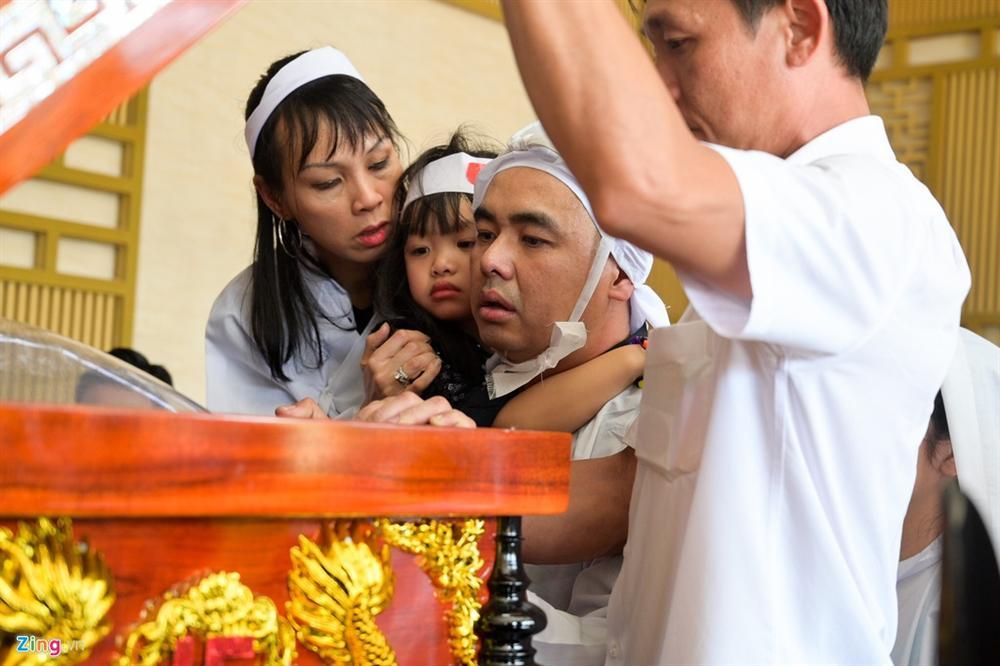 Lễ tang Chánh Tín: Con trai về muộn, khóc òa trước linh cữu cha-11