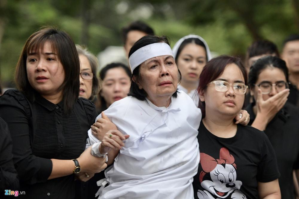 Lễ tang Chánh Tín: Con trai về muộn, khóc òa trước linh cữu cha-8