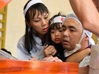Lễ tang Chánh Tín: Con trai về muộn, khóc òa trước linh cữu cha