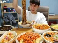 Mukbang: Trào lưu 'ăn cho người khác xem' mang lại thu nhập hàng trăm triệu mỗi tháng nhưng đằng sau lại làcô đơn