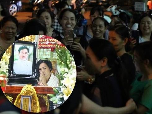 Dân chụp hình, livestream nghệ sĩ phản cảm ở đám tang NSƯT Chánh Tín