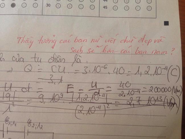 Bài kiểm tra bị thầy chê chữ xấu, tư duy kém... mà học sinh nào cũng ôm bụng cười, hóa ra vì lời phê bá đạo khó ngờ-1