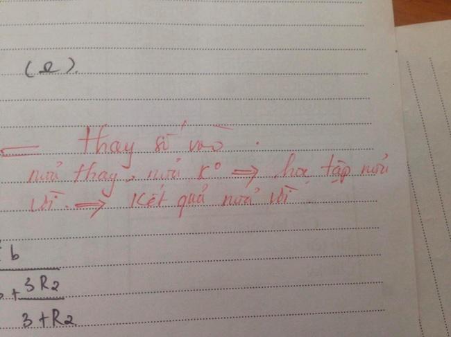 Bài kiểm tra bị thầy chê chữ xấu, tư duy kém... mà học sinh nào cũng ôm bụng cười, hóa ra vì lời phê bá đạo khó ngờ-5