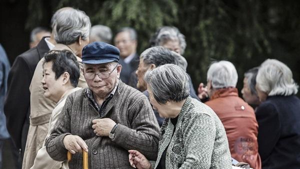 Tìm bạn tình ở công viên, người già TQ làm bùng phát bệnh HIV-1