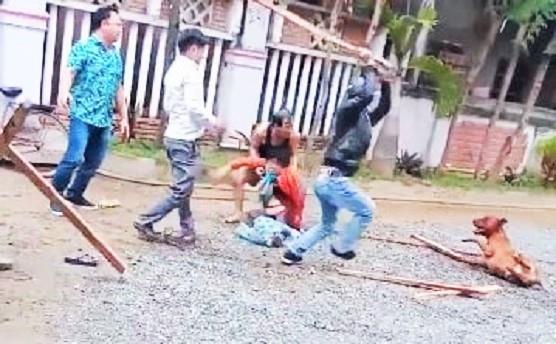 Kinh hoàng: Người phụ nữ đi ngoài đường bị chó Pitbull xông tới cắn nát tay ở Quảng Nam-1