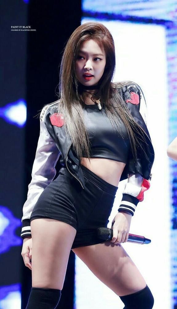 10 lần Jennie được khen mặc đẹp, khoe trọn thân hình gợi cảm-4