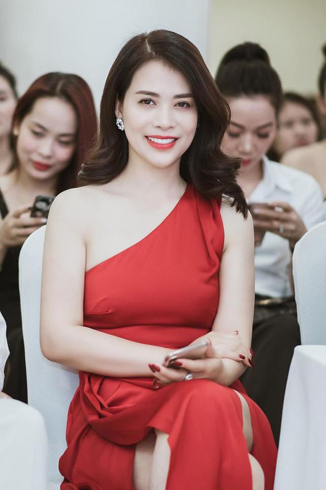 Vẻ gợi cảm của á hậu âm thầm hẹn hò với danh hài Chí Trung suốt 2 năm qua-8