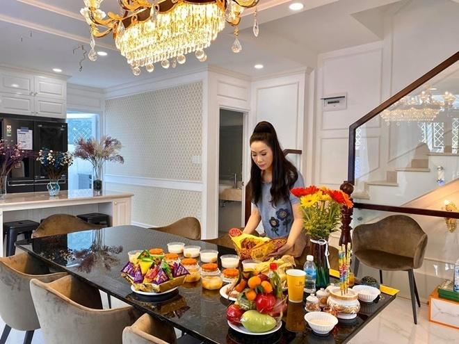 Trịnh Kim Chi dọn về biệt thự 200m2 chồng mua tặng ở TP HCM-1