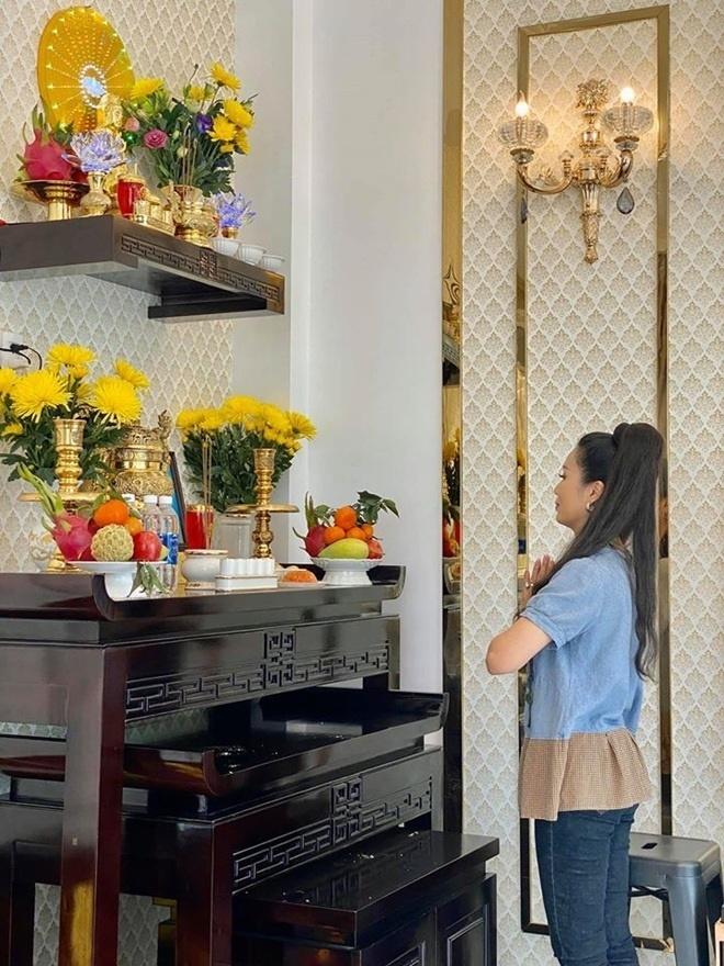 Trịnh Kim Chi dọn về biệt thự 200m2 chồng mua tặng ở TP HCM-4