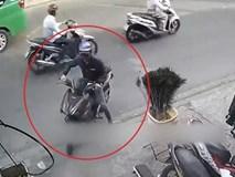 Kẻ gian tranh thủ trộm xe máy ở quán cà phê