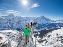 Dạo bước trên cây cầu treo giữa trời ở Thụy Sĩ