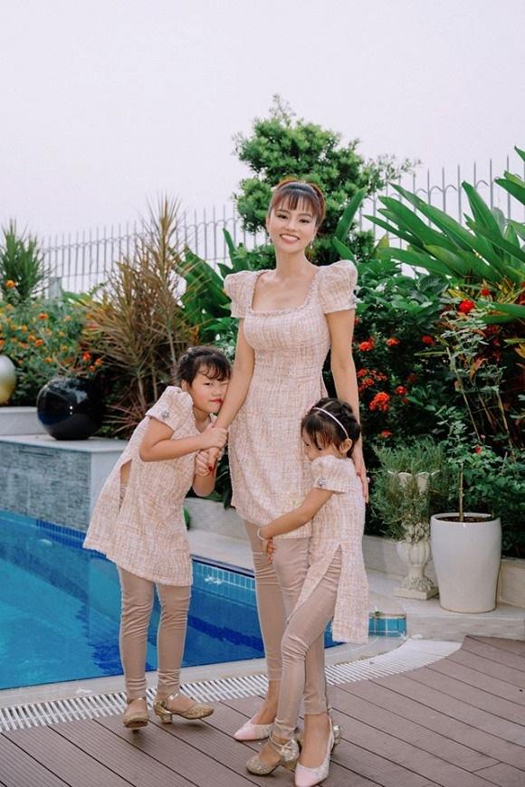 Cựu mẫu Vũ Thu Phương rạng rỡ diện đồ ton sur ton bên 4 cô con gái-4