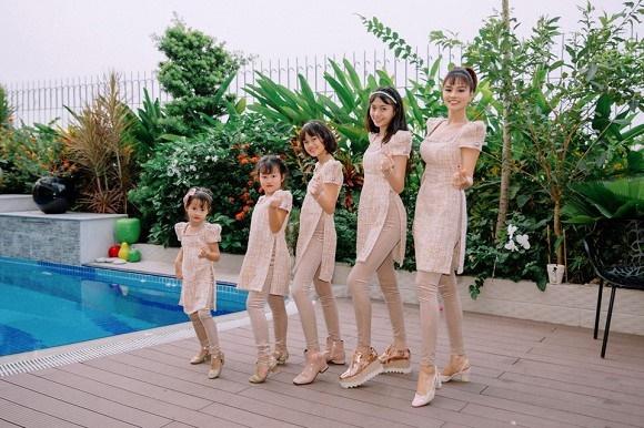 Cựu mẫu Vũ Thu Phương rạng rỡ diện đồ ton sur ton bên 4 cô con gái-8