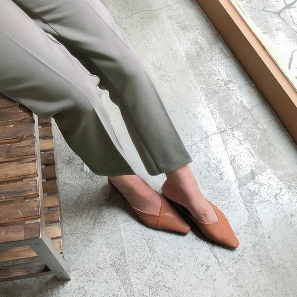 Sắm quanh 6 mẫu giày dưới đây là bạn có thể yên tâm mặc đẹp từng centimet Tết này rồi!-1
