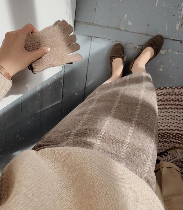 Sắm quanh 6 mẫu giày dưới đây là bạn có thể yên tâm mặc đẹp từng centimet Tết này rồi!-19
