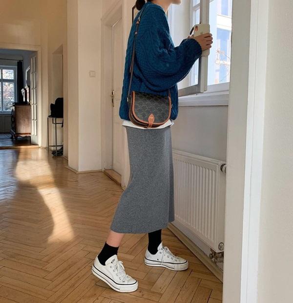 Sắm quanh 6 mẫu giày dưới đây là bạn có thể yên tâm mặc đẹp từng centimet Tết này rồi!-24