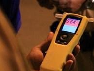Thực hư chiêu dùng dầu gió vô hiệu hoá máy đo nồng độ cồn đang gây sốt: Chuyên gia nói gì?