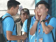 Bùi Tiến Dũng làm hành động đáng yêu trước khi ra sân bắt chính trận U23 Việt Nam gặp U23 UAE