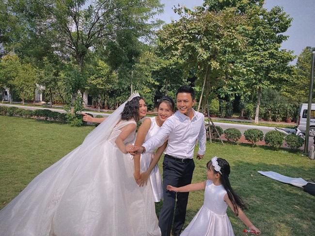Những hình ảnh đẹp hơn phim phía sau đám cưới của Hoa hồng trên ngực trái-1