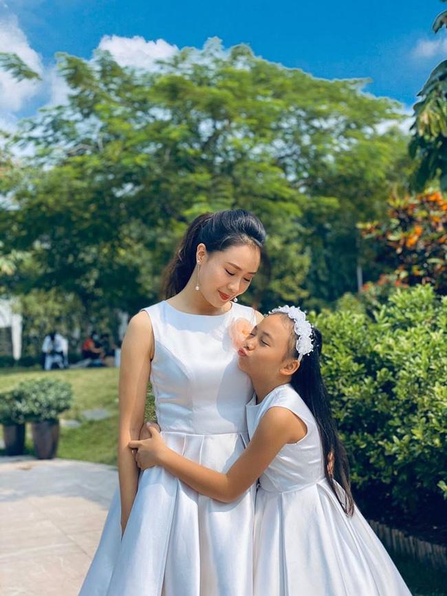 Những hình ảnh đẹp hơn phim phía sau đám cưới của Hoa hồng trên ngực trái-2